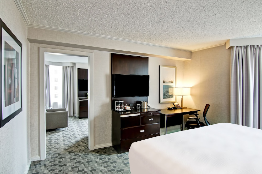 Room, DoubleTree by Hilton Hotel Toronto Downtown