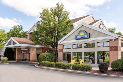 Days Inn & Suites by Wyndham Madison