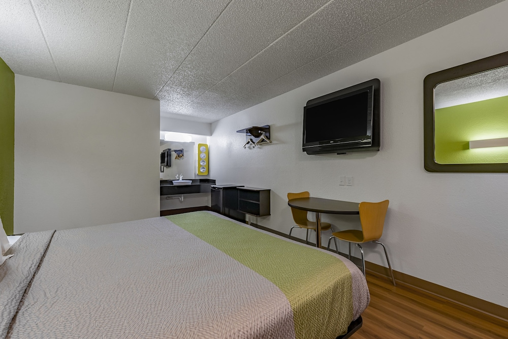 Room, Motel 6 Cincinnati, OH - Central - Norwood