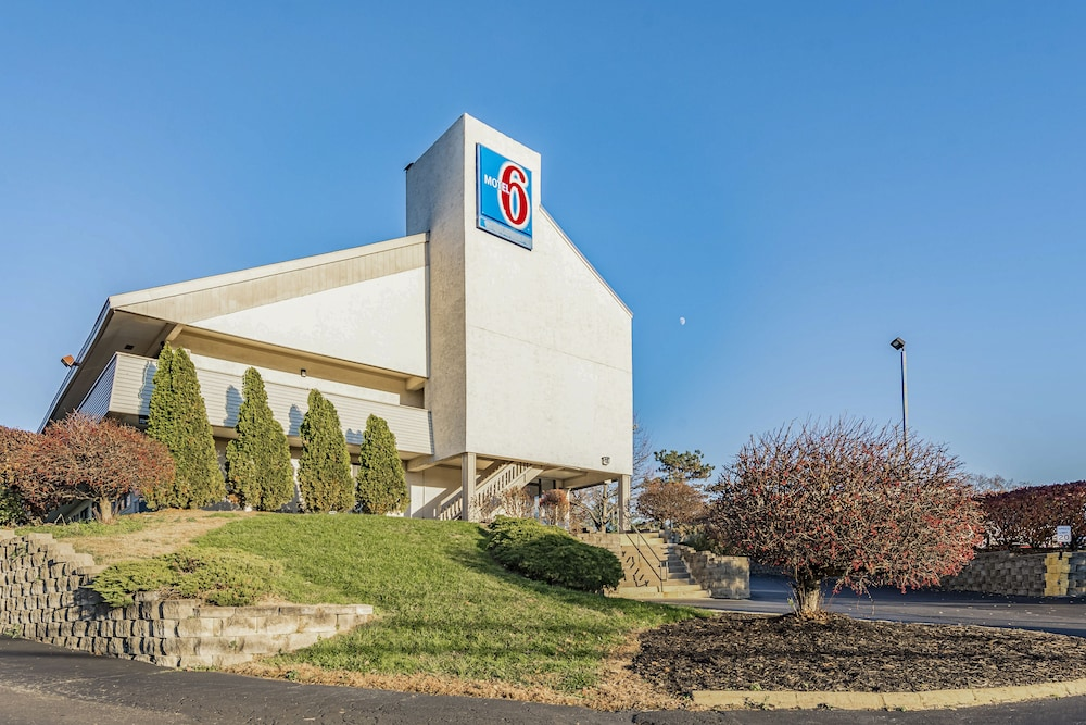 Front of Property, Motel 6 Cincinnati, OH - Central - Norwood