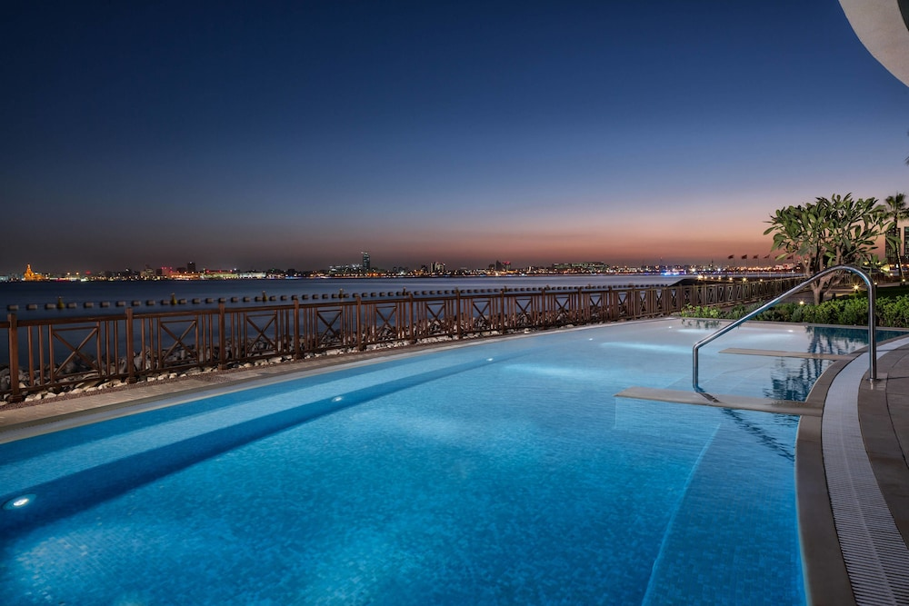 Outdoor Pool, Sheraton Grand Doha Resort & Convention Hotel