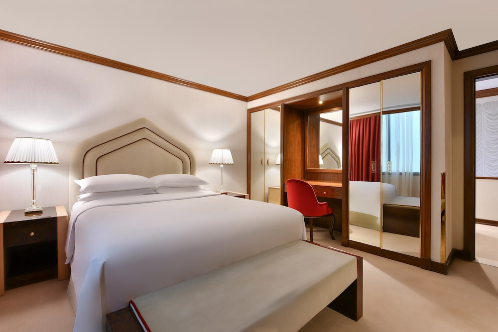 Room, Sheraton Grand Doha Resort & Convention Hotel