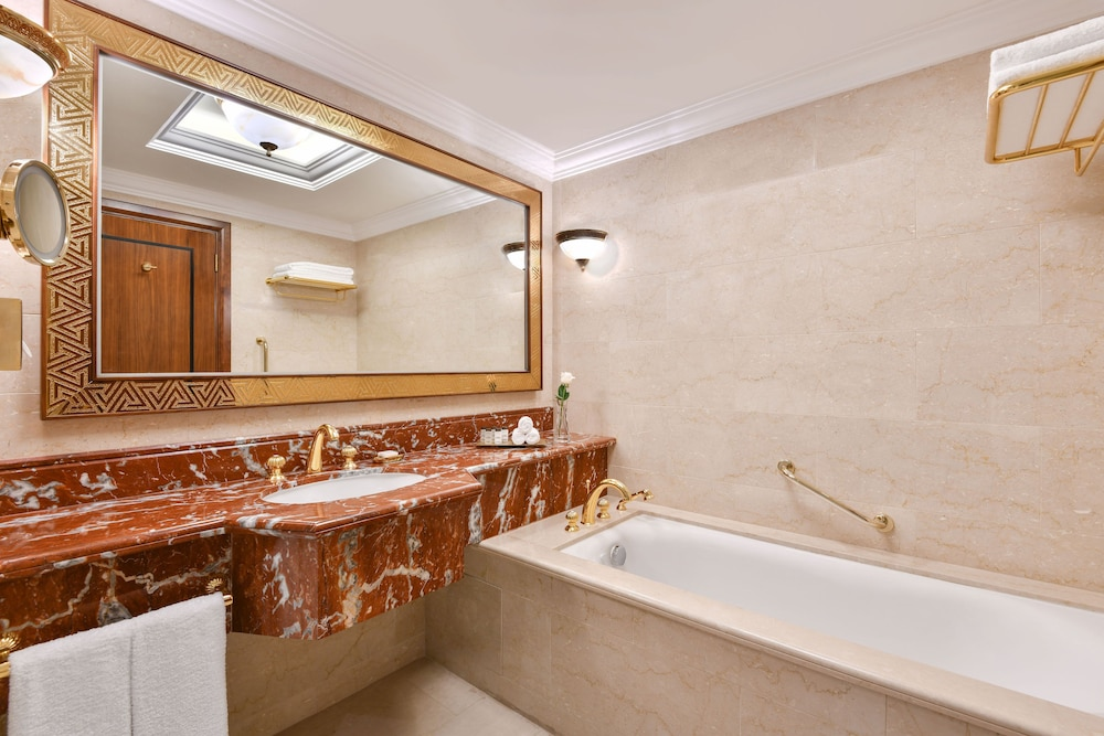 Bathroom, Sheraton Grand Doha Resort & Convention Hotel