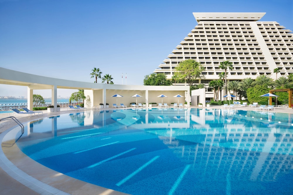 Pool, Sheraton Grand Doha Resort & Convention Hotel
