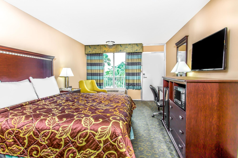 Room, Days Inn by Wyndham Fort Lauderdale Airport Cruise Port