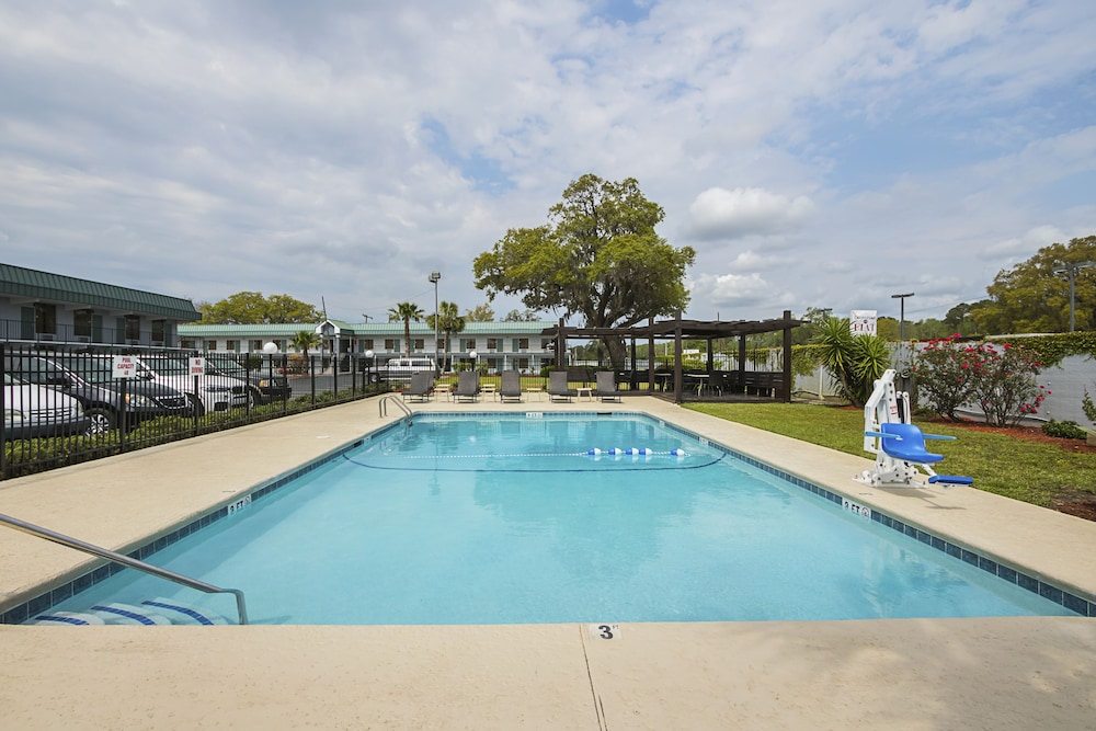 Outdoor Pool, Best Western Central Inn