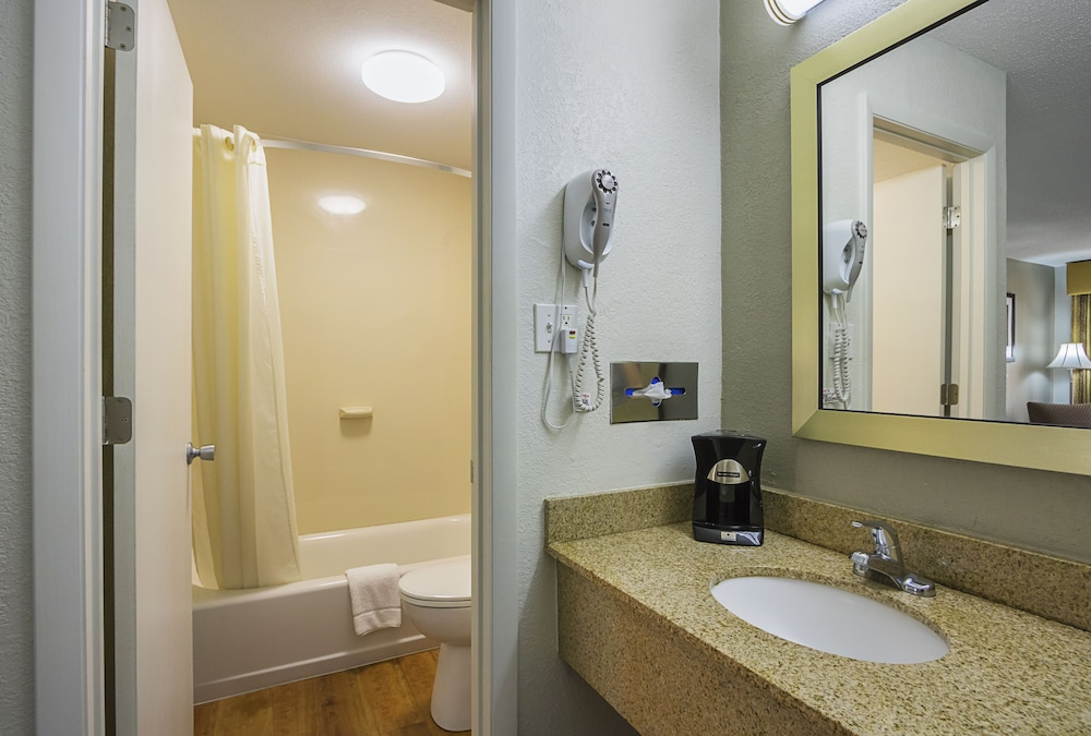 Bathroom, Best Western Central Inn