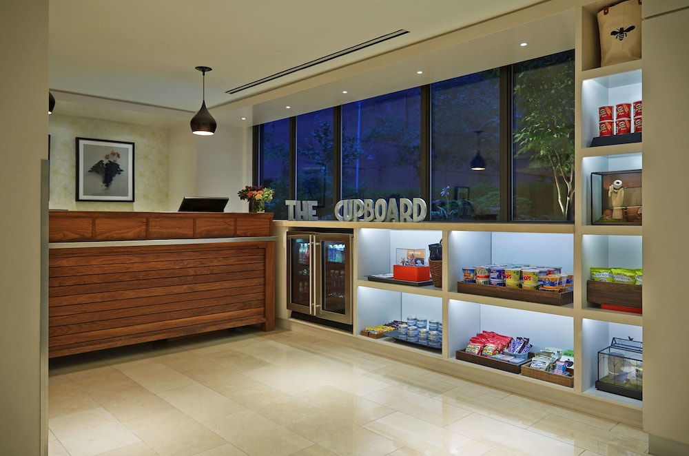 Snack Bar, Gardens Suites Hotel by Affinia