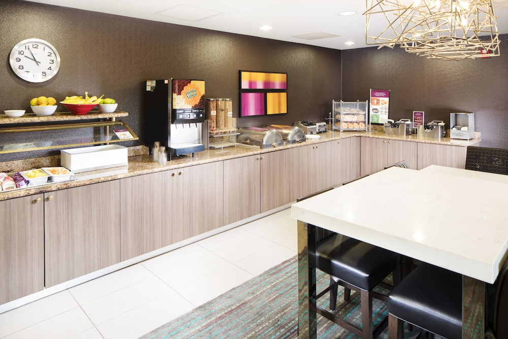 Breakfast Area, Residence Inn by Marriott Denver Downtown