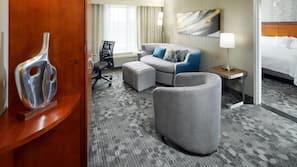 Luxe beddengoed, een kluis op de kamer, een bureau
