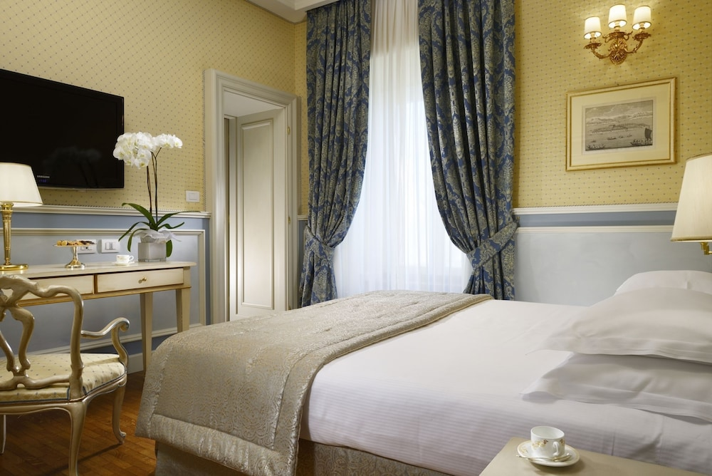 Room, Royal Hotel San Remo