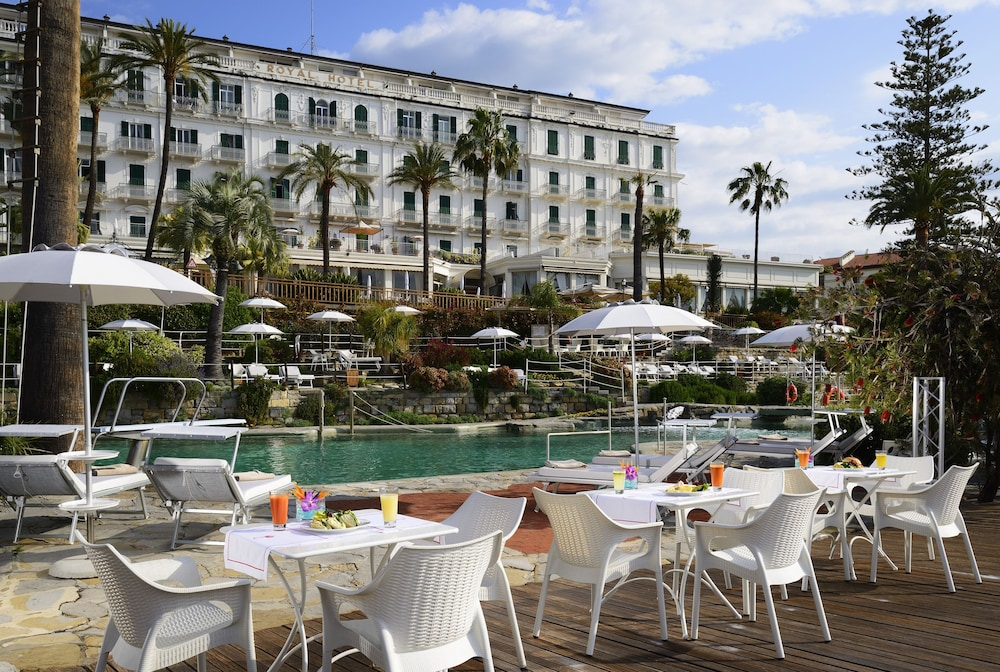 Poolside Bar, Royal Hotel San Remo