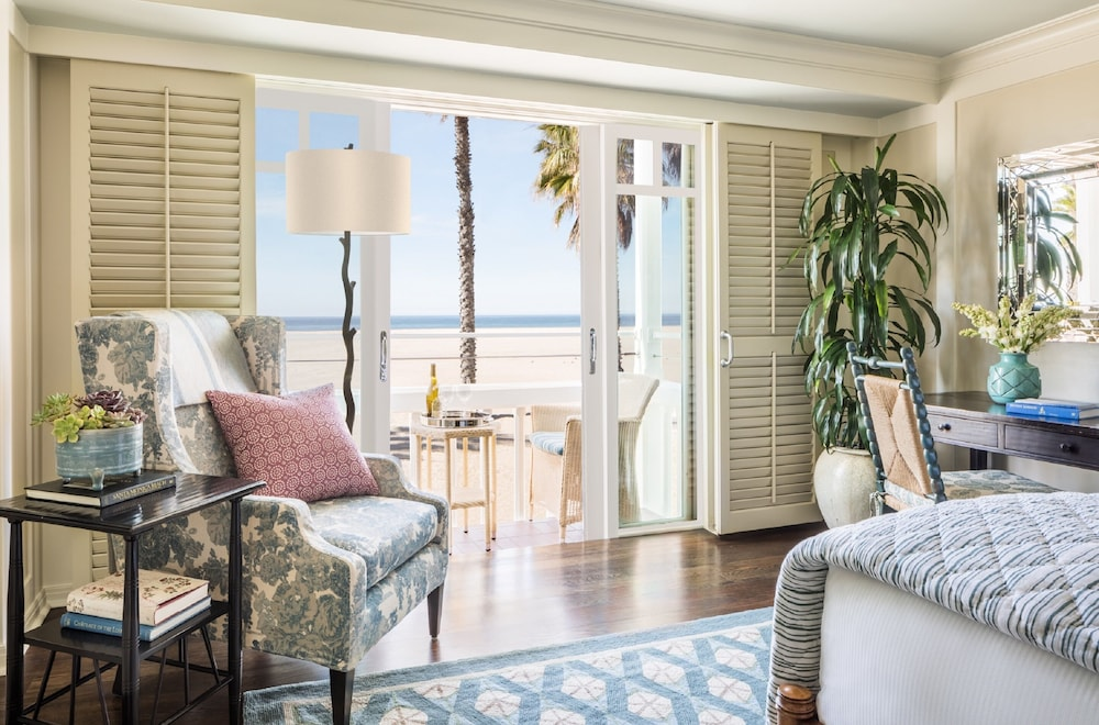 Room, Shutters on the Beach