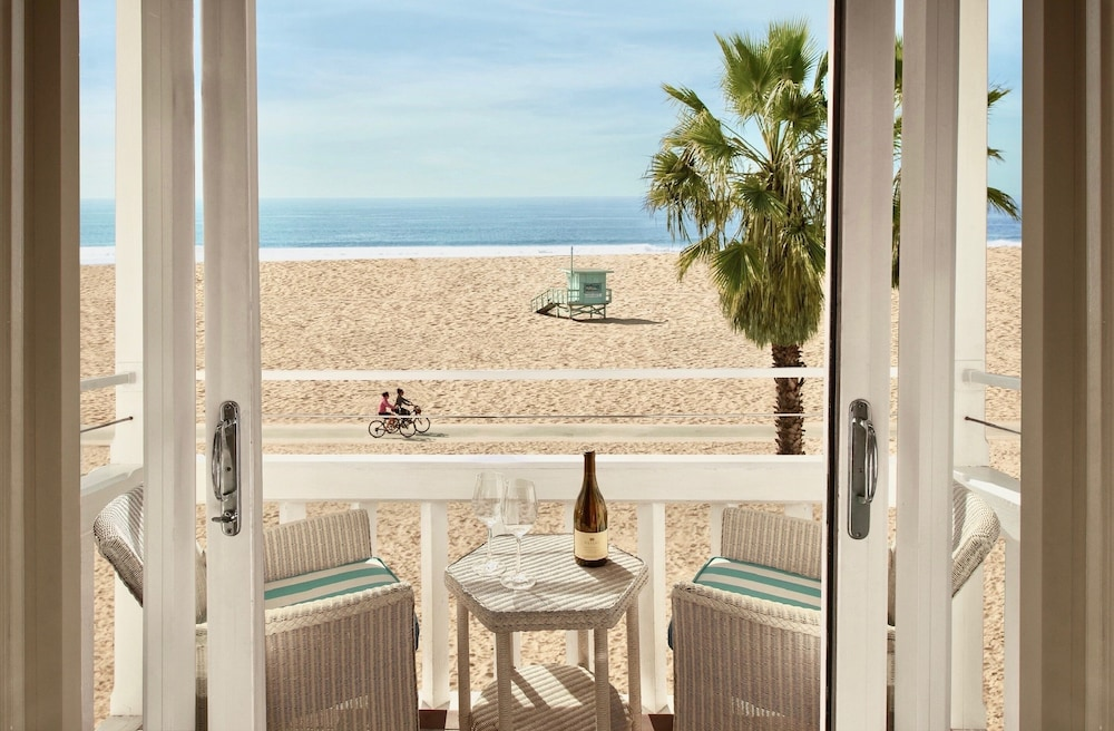 Room Amenity, Shutters on the Beach