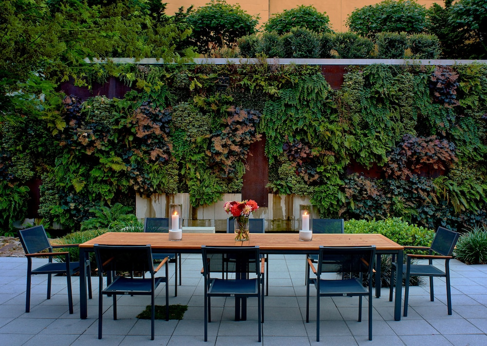 Outdoor Dining, The Hotel Zags Portland