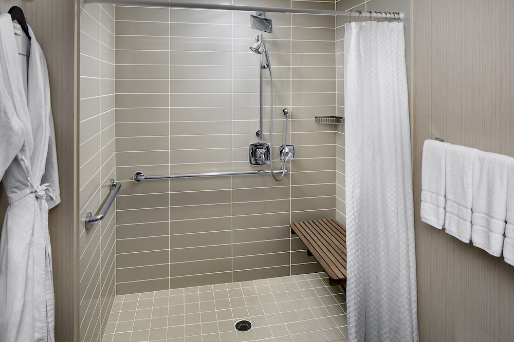 Accessible bathroom, The Westin Hilton Head Island Resort & Spa