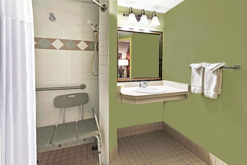 Bathroom, Days Inn by Wyndham Cheyenne