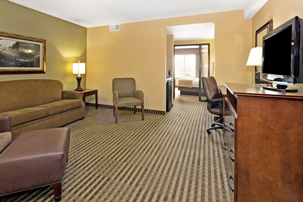 Room, Days Inn by Wyndham Cheyenne