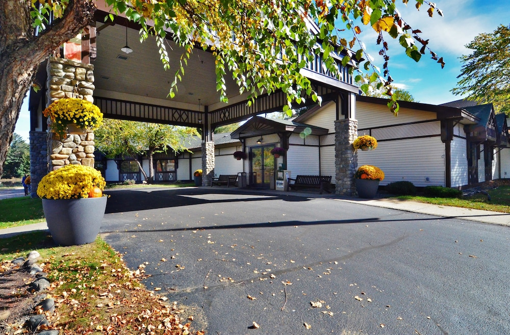 Front of Property, Best Western Saranac Lake