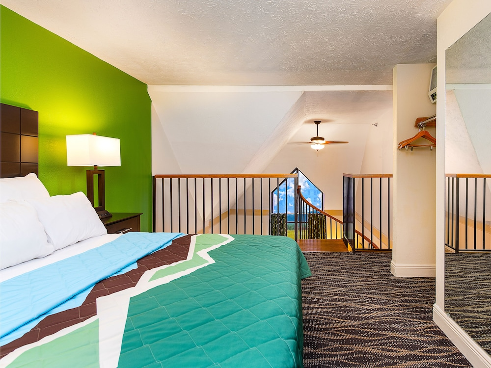 Room, Country Cascades Waterpark Resort