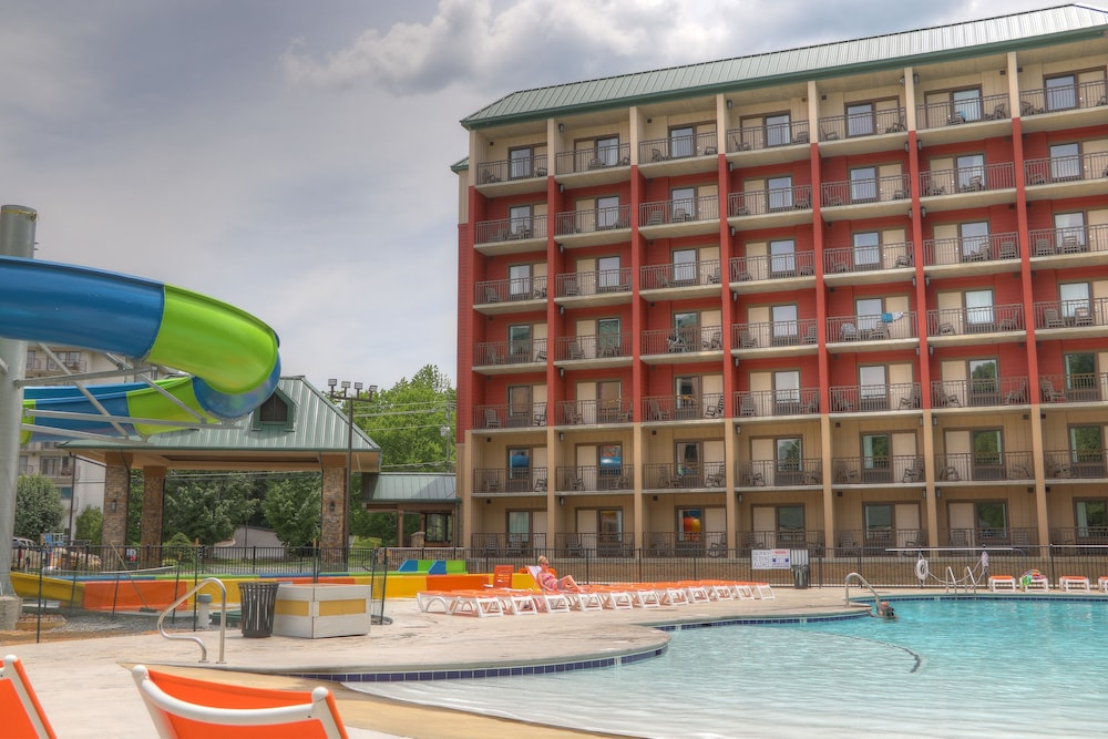 Outdoor Pool, Country Cascades Waterpark Resort