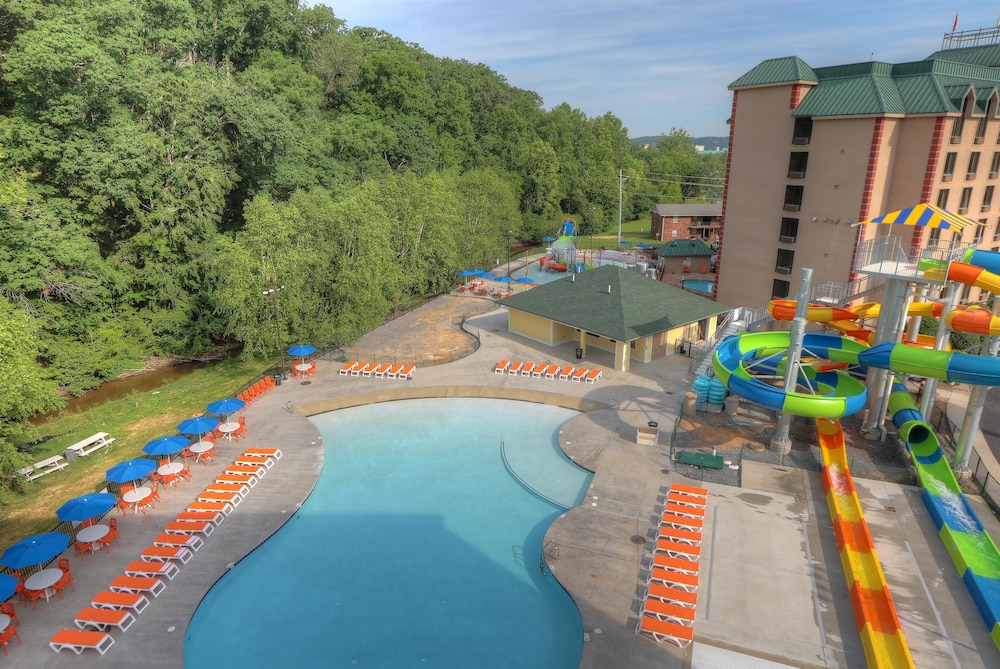 Pool, Country Cascades Waterpark Resort