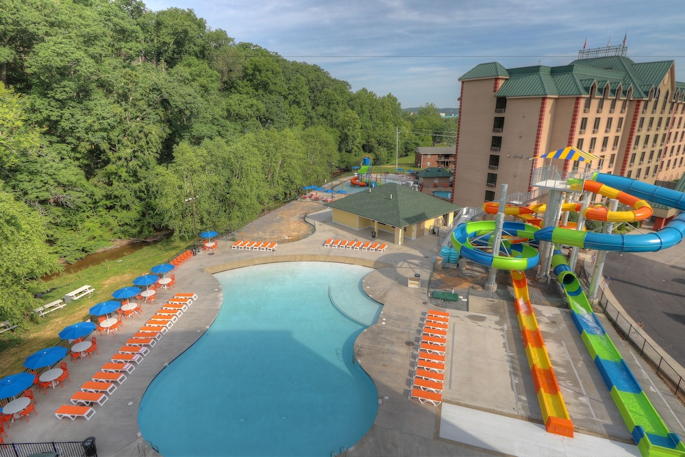 Water Park, Country Cascades Waterpark Resort