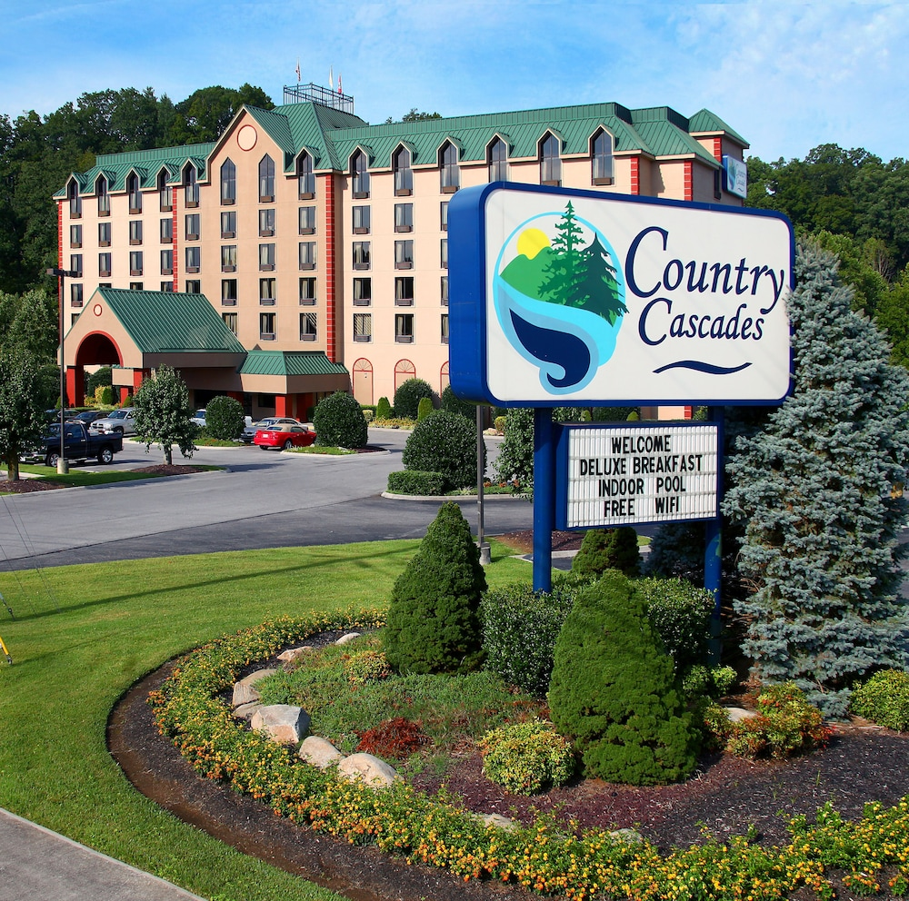 Featured Image, Country Cascades Waterpark Resort