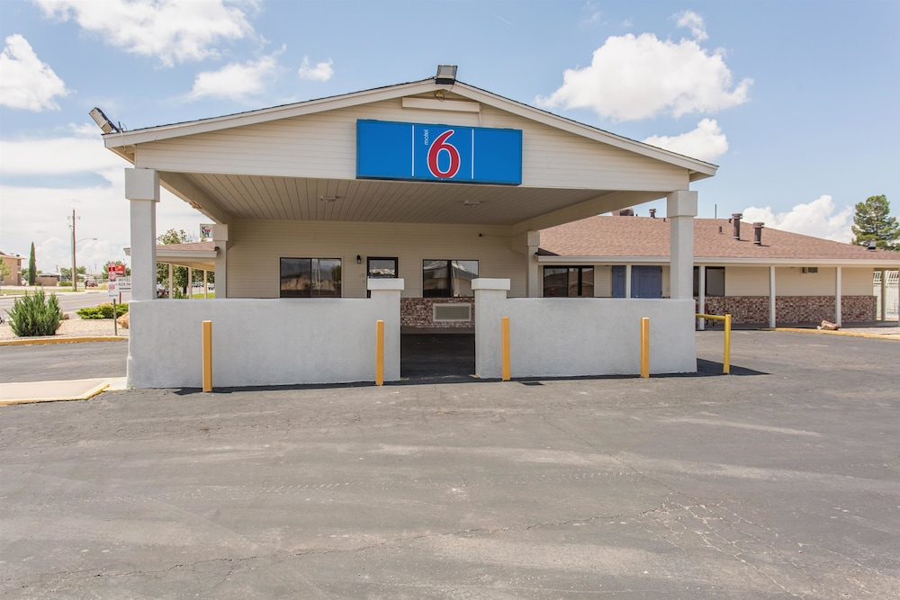 Front of Property, Motel 6 Lordsburg, NM