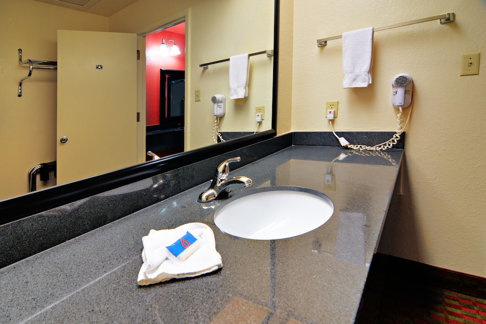 Bathroom, Motel 6 Lordsburg, NM