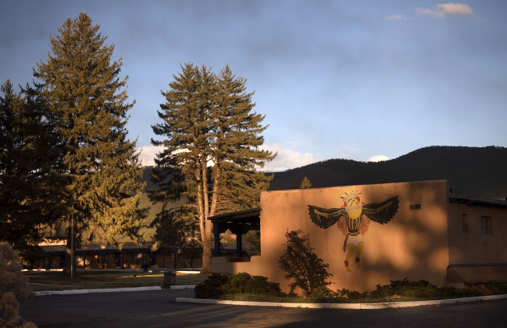 Exterior, Kachina Lodge