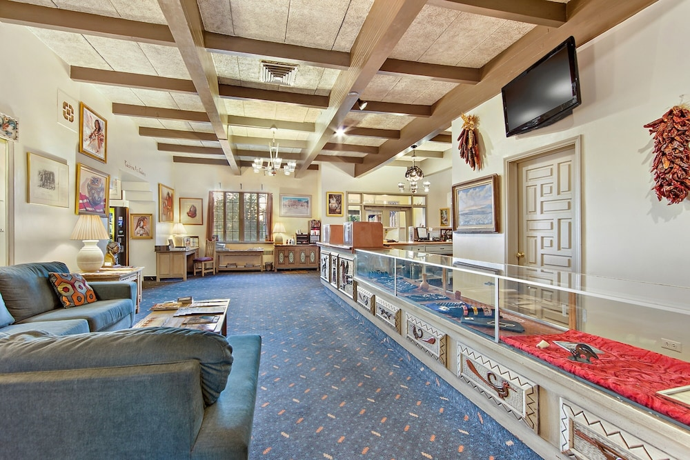 Lobby Sitting Area, Kachina Lodge