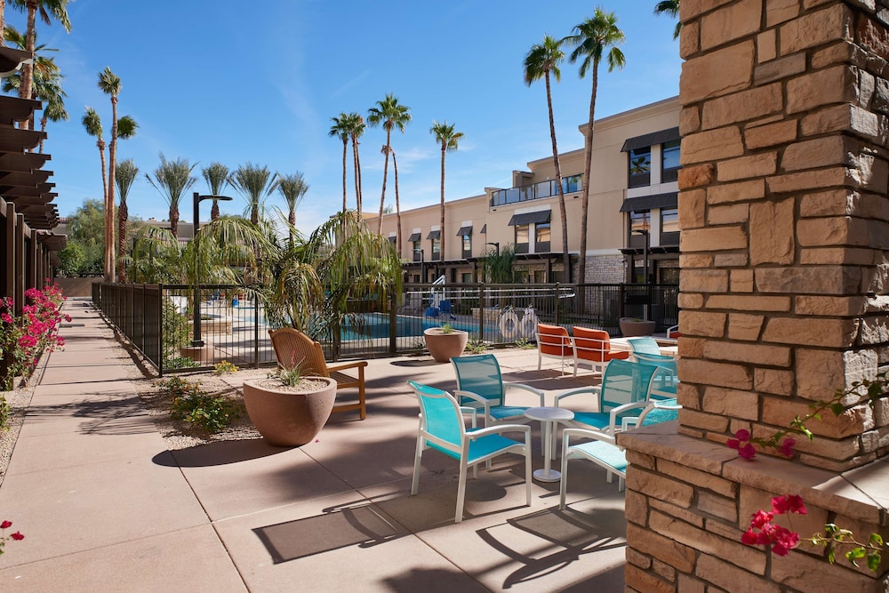 Terrace/Patio, Hampton Inn & Suites Scottsdale on Shea Blvd