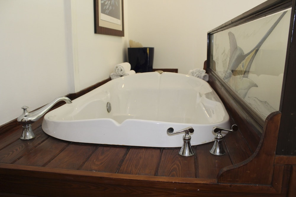 Jetted Tub, Bimini Big Game Club Resort & Marina