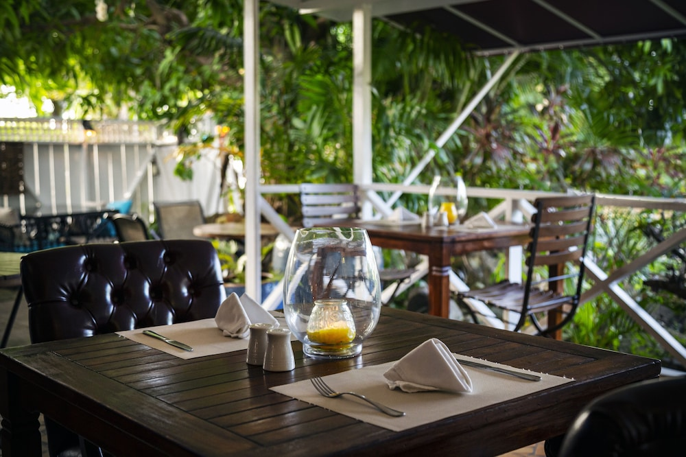 Outdoor Dining, Harmony Marina Suites