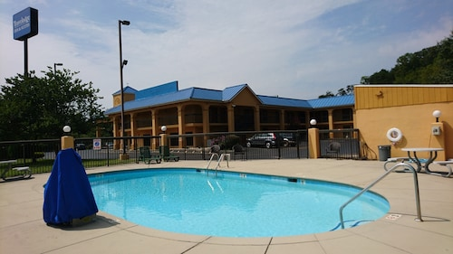 Travelodge by Wyndham Knoxville East