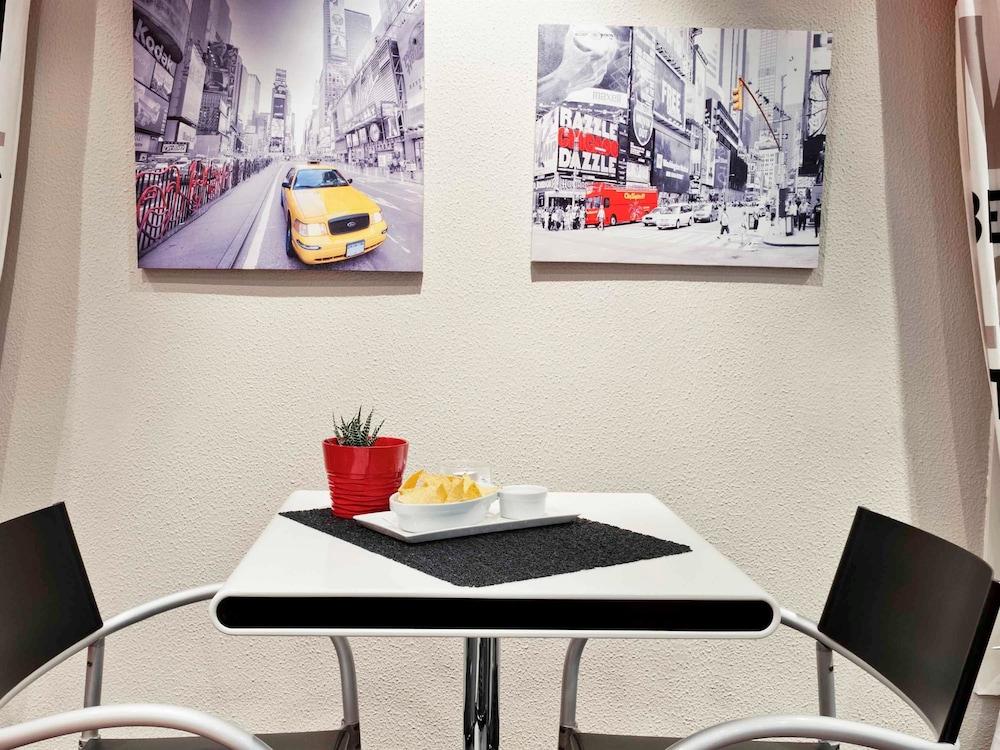 book ibis lille villeneuve d 39 ascq grand stade villeneuve d 39 ascq hotel deals. Black Bedroom Furniture Sets. Home Design Ideas