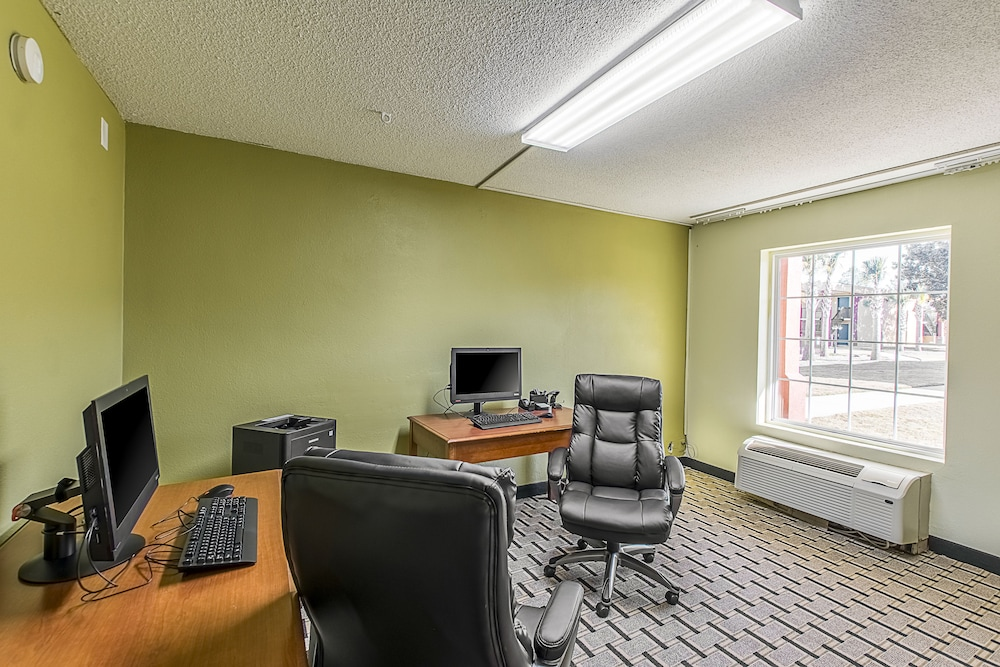 Business Center, Clarion Inn Airport