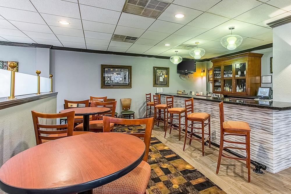 Bar, Clarion Inn Airport