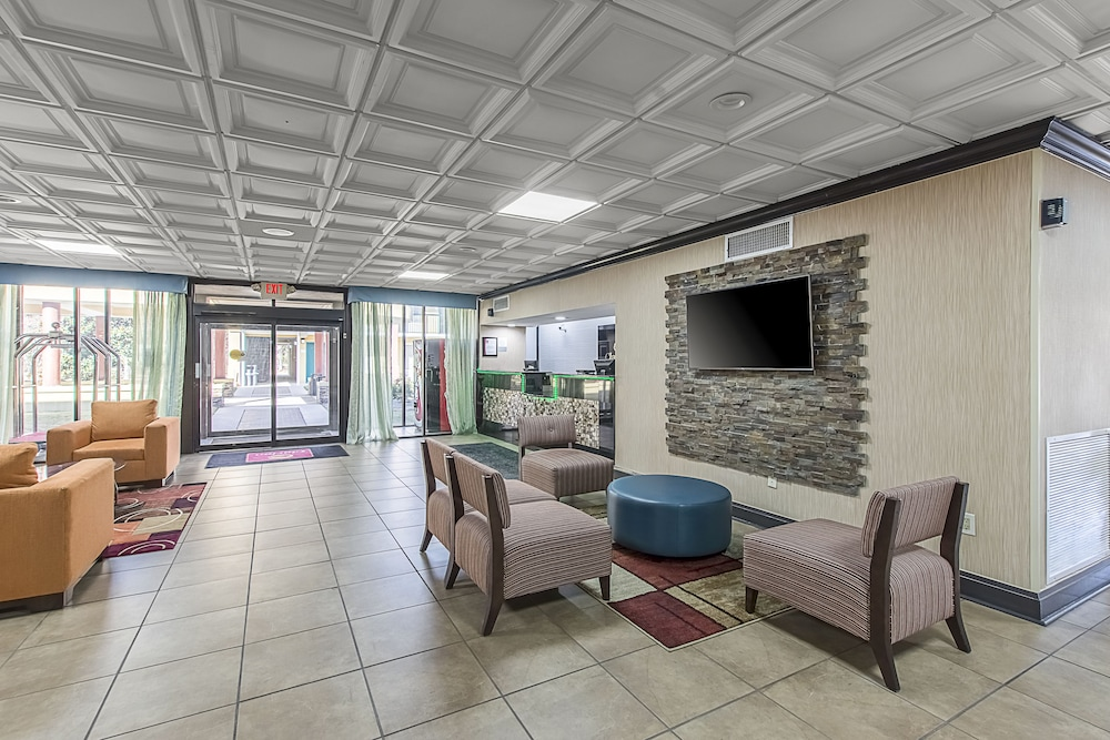 Lobby Sitting Area, Clarion Inn Airport