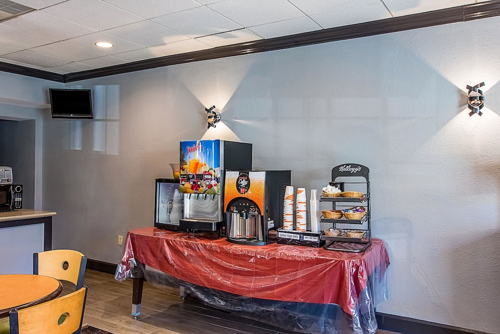 Breakfast Area, Clarion Inn Airport
