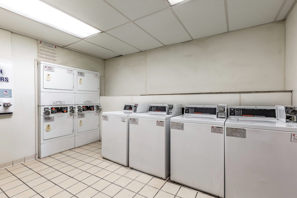 Laundry, Red Roof Inn PLUS+ & Suites Houston – IAH Airport SW