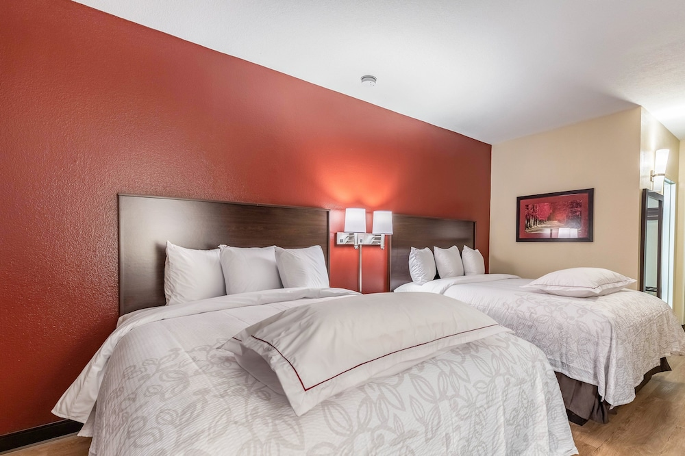 Room, Red Roof Inn PLUS+ & Suites Houston – IAH Airport SW