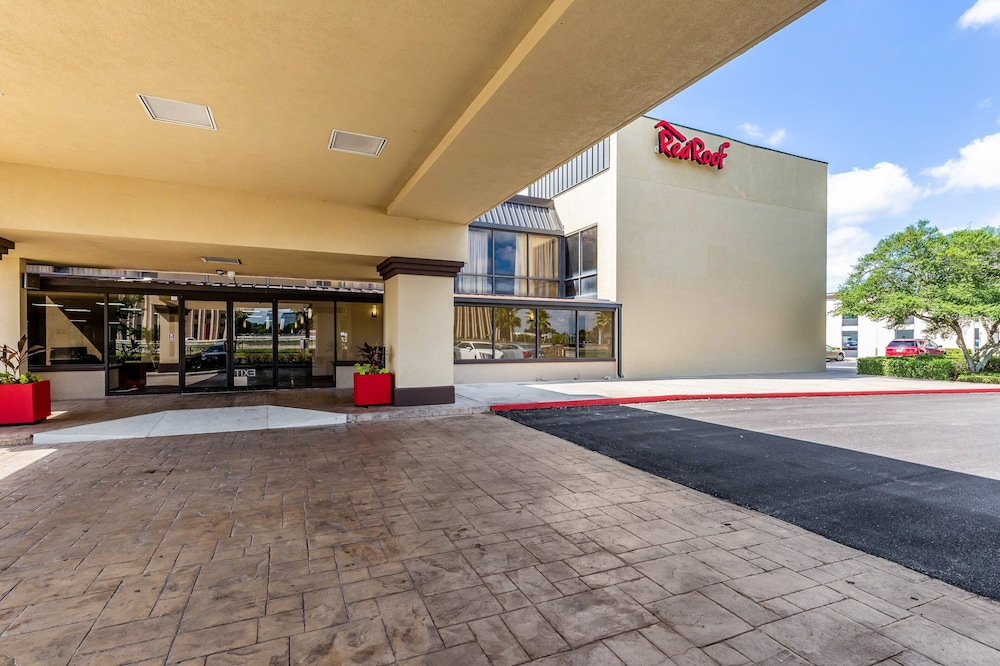 Exterior, Red Roof Inn PLUS+ & Suites Houston – IAH Airport SW