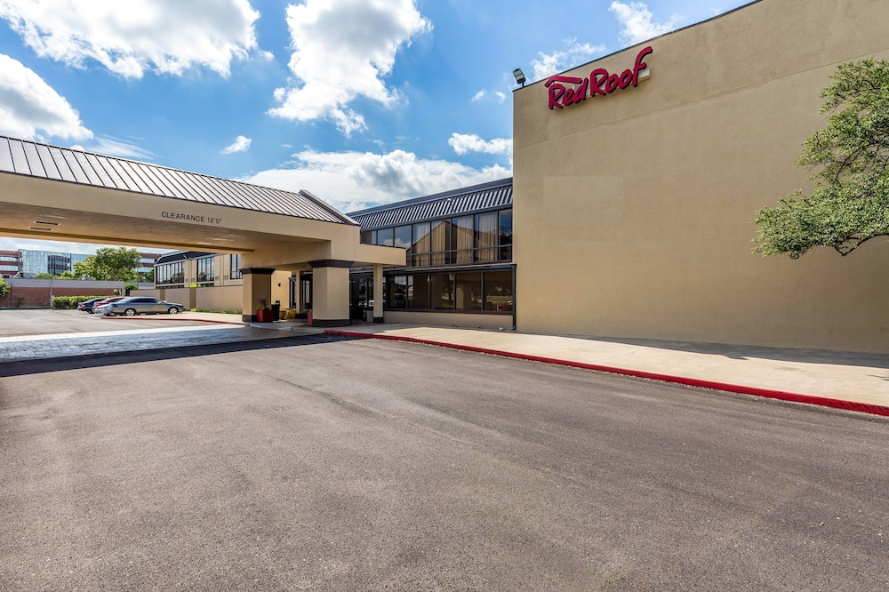 Featured Image, Red Roof Inn PLUS+ & Suites Houston – IAH Airport SW