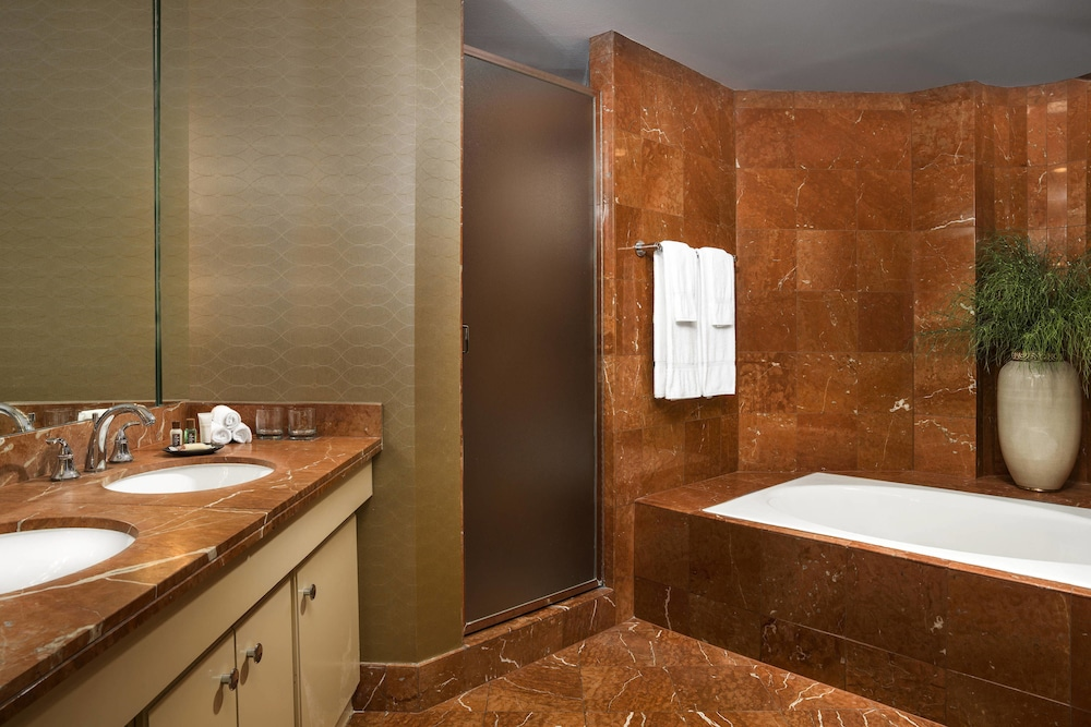 Bathroom, Sheraton Crescent Hotel