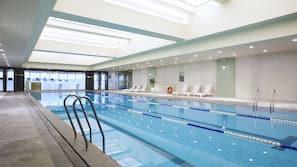 สระว่ายน้ำในร่ม, ศูนย์กีฬาทางน้ำ