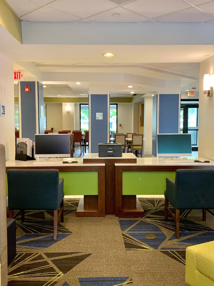 Reception, Holiday Inn Express & Suites Miami - Hialeah