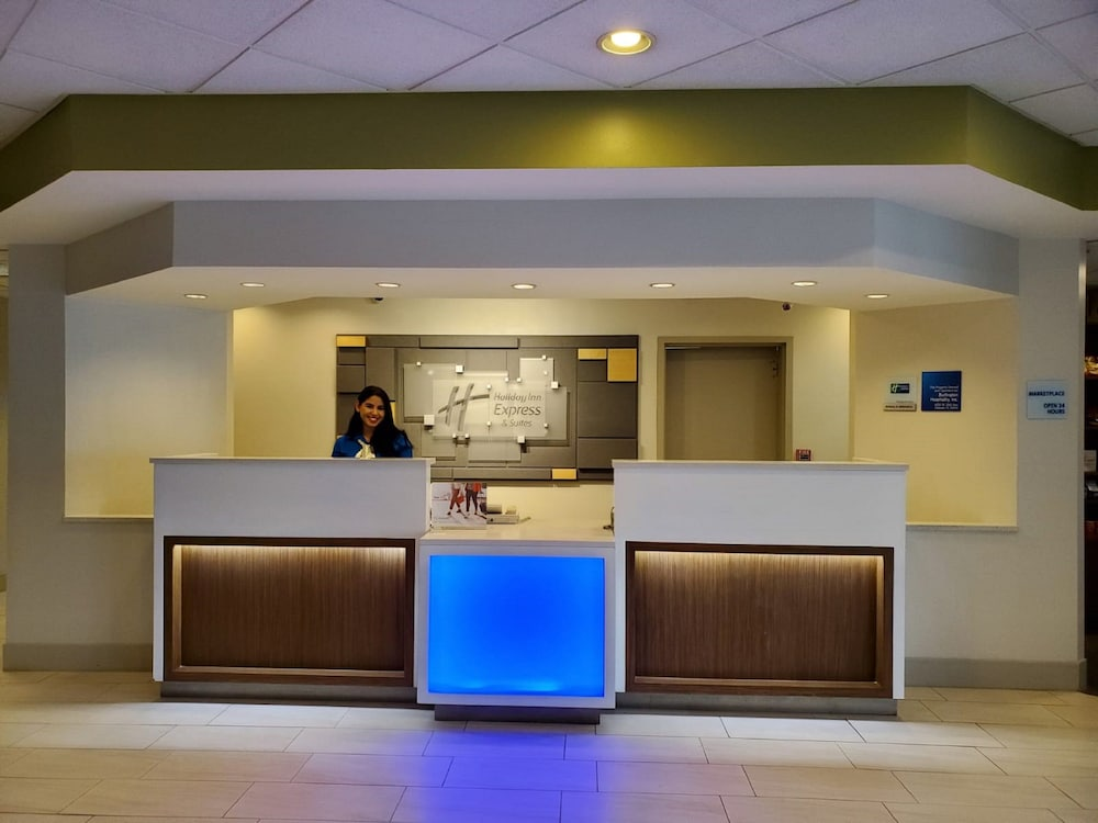 Lobby, Holiday Inn Express & Suites Miami - Hialeah