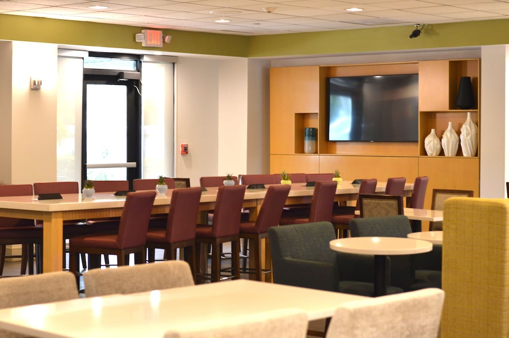 Breakfast Area, Holiday Inn Express & Suites Miami - Hialeah